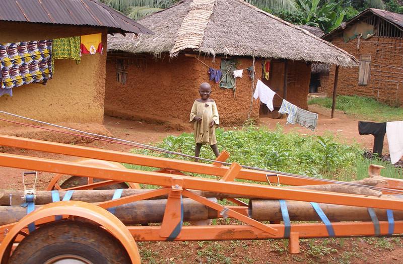 Sierra-Leone-2010-(176)-Boy-and-rig-in-Gema