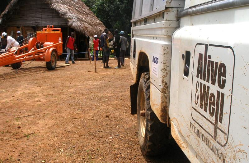 Sierra-Leone-2010-(227)-Landrover-and-rig-at-Yuabu