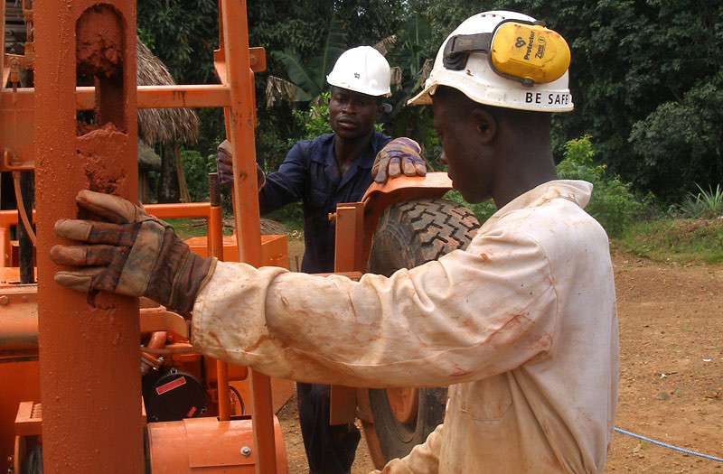 Sierra-Leone-2010-(271)-Abdu-and-GG-in-Yuabu
