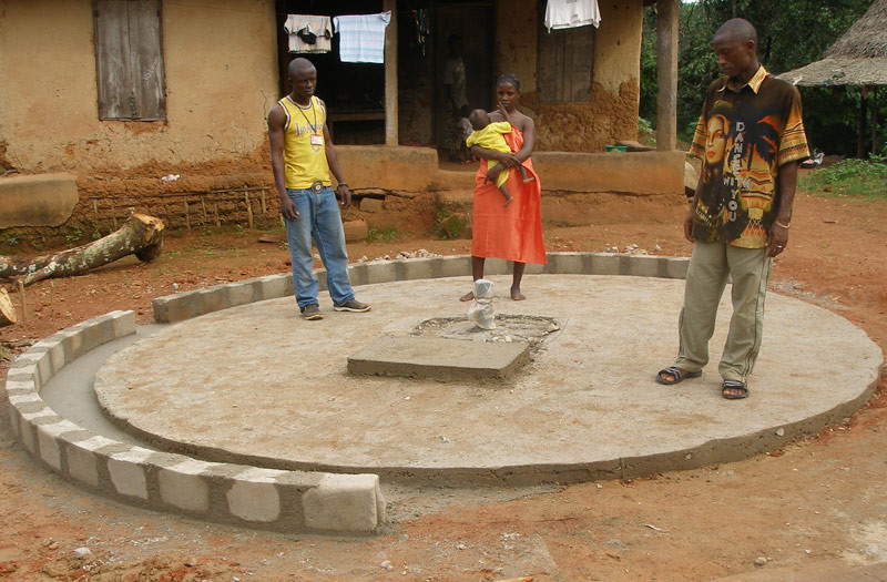 Sierra-Leone-2010-(294)-Well-capping-in-Gema
