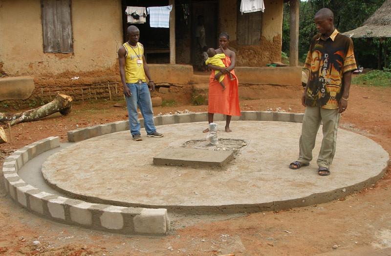 Sierra-Leone-2010-(294)-Well-capping-in-Gema