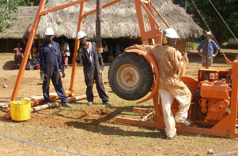 Sierra-Leone-2010-(311)-Rig-and-crew-(l-to-r)-GG-Dennis-Abdul-