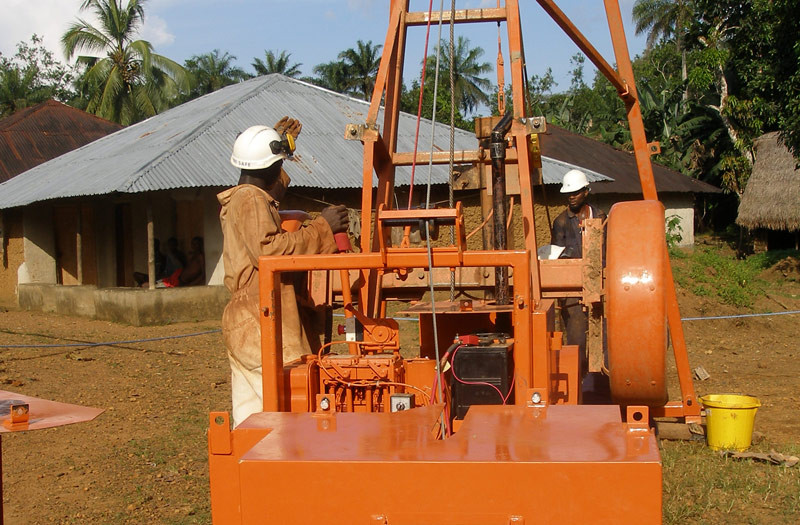 Sierra-Leone-2010-(321)-Rig-in-Dedeghan